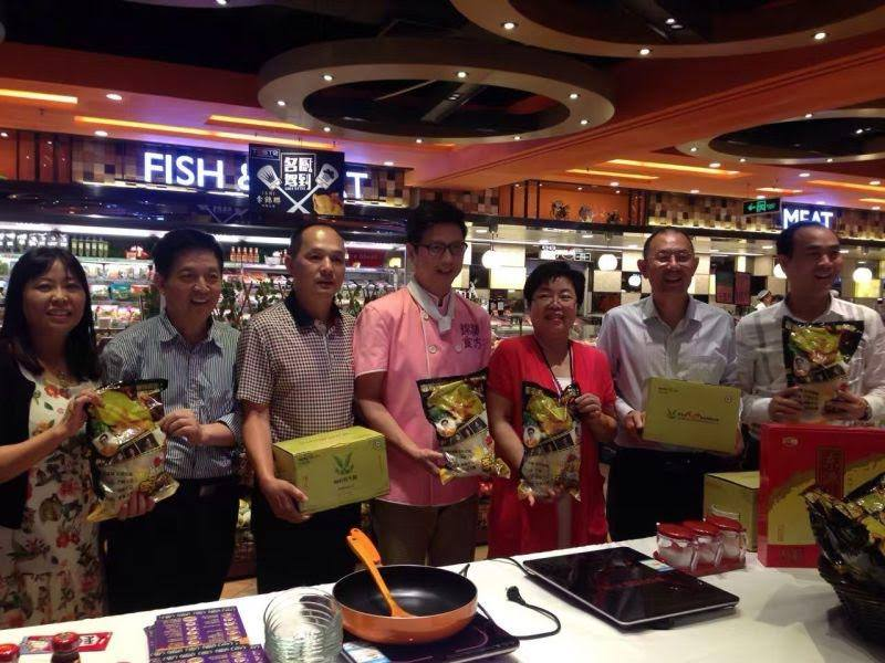 Prestige Food's new product – '李錦雞' was officially launched at 12 branches of Guangdong TASTE supermarkets